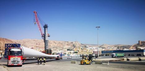 El Puerto de Almería recibe otro envío de palas eólicas para Alemania