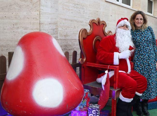 Papa Noel llega a El Ejido con caramelos