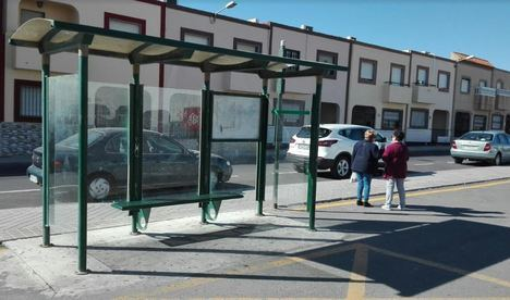 El PSOE reclama al PP mejoras en el bus a Loma Cabrera