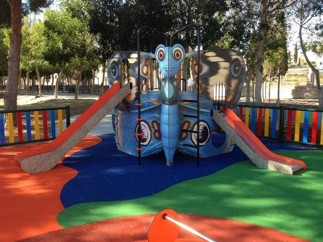 El Ayuntamiento de Cuevas continúan reformando los parques municipales