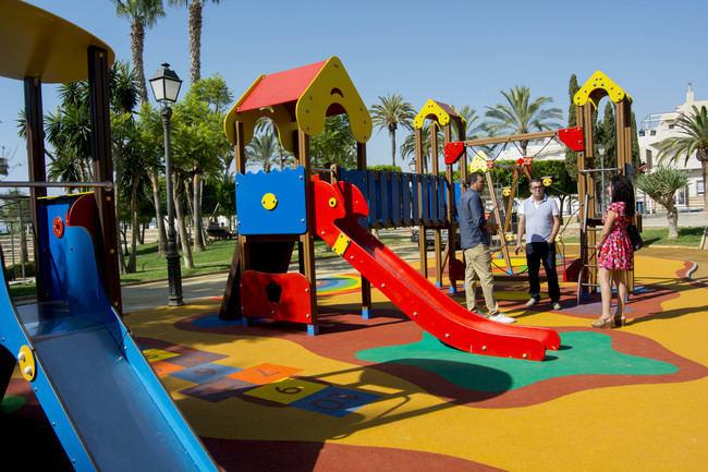 Carboneras renueva la zona de juegos infantiles del Parque Andaluz