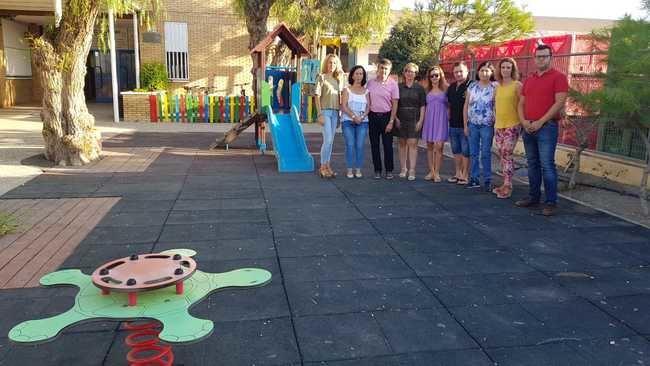 El colegio de Palomares estrena parque infantil