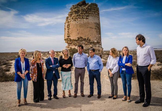 La consejera de Cultura visita Roquetas de Mar y la Torre de Cerrillos