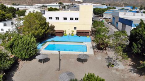 Los virgitanos ya tienen abierta la piscina municipal
