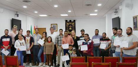 Diploma para los beneficiarios de la Iniciativa de Cooperación Local de Adra
