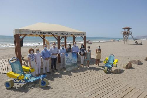 Una guía de la FAAM recoge 40 puntos de accesibilidad en las playas almerienses