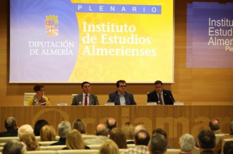 Josefa Balsells y Pablo Mazuecos reciben el Escudo de Honor del IEA
