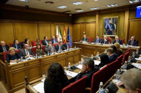 Solo IU se abstiene en una moción de Diputación consensuada con los trabajadores de CEMEX