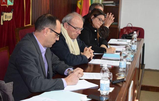 El concejal de Vícar Rafael Ruda escenifica su salida de Vox