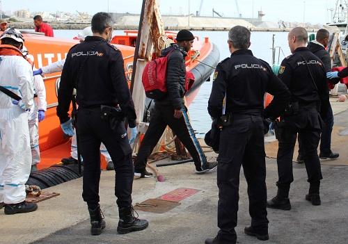 A prisión los patrones de una patera rescatada con 35 personas a bordo
