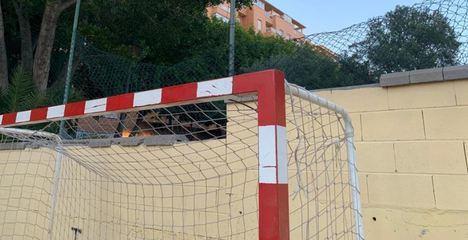 El PSOE reclama arreglos en la pista polideportiva de San Luis