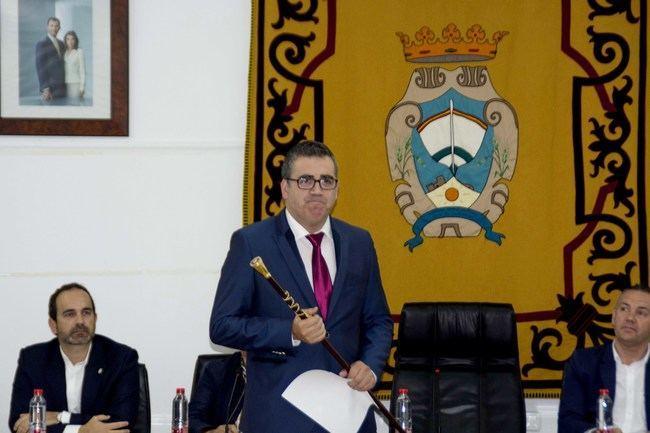 El nuevo alcalde de Carboneras invita al PSOE a trabajar y dejarse de denuncias