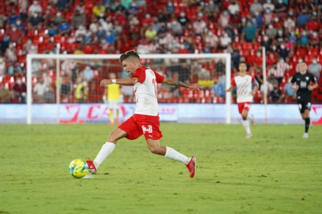 2-0: El Almería se crece y triunfa en Málaga