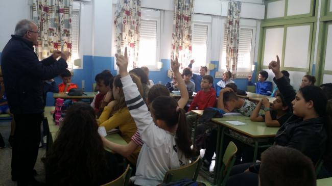 Alumnos del CEIP Blas Infante pregunta al alcalde de Vícar