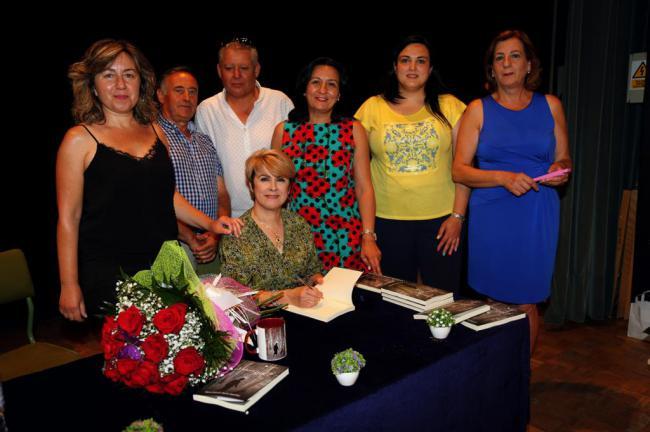 El Ayuntamiento de Cantoria arropa la primera novela de María Dolores Osuna