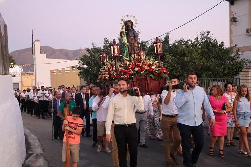 El barrio de San Roque de Berja honra a su patrón