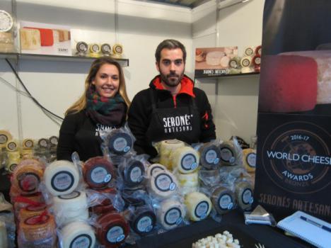Una empresa de Serón quiere elaborar el queso de cabra más grande de toda España