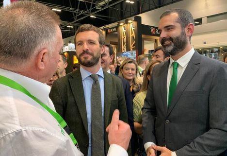 Pablo Casado visita los stands de las empresas almerienses en Fruit Attraction