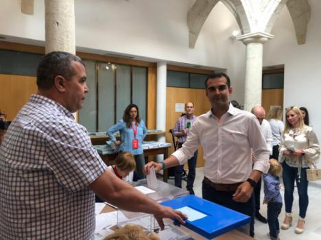 El alcalde de Almería entre los primeros en votar