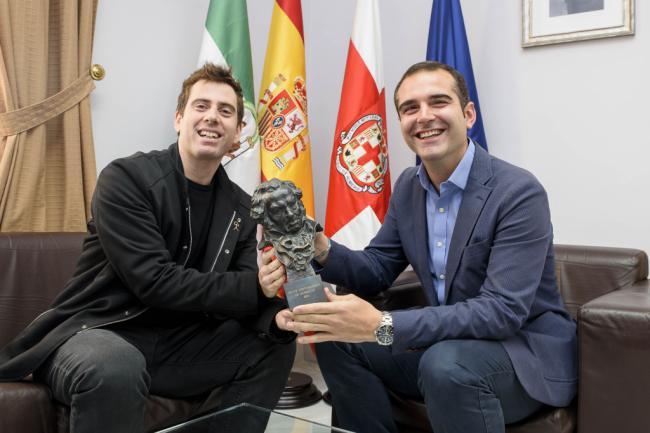 El alcalde anuncia apoyo municipal al primer largo José Herrera