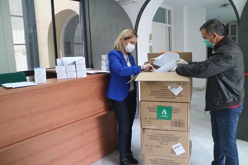 La Junta reparte 82.210 mascarillas en Almería