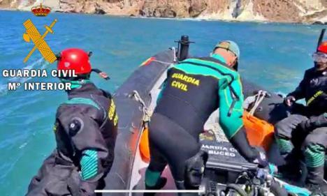 La Guardia Civil rescata el cadáver de dos personas en la playa Cala Rajá -Níjar