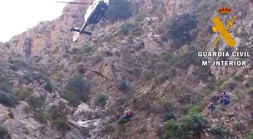 Rescatan en helicóptero a una vecina de Dalías que se perdió al andar por el monte