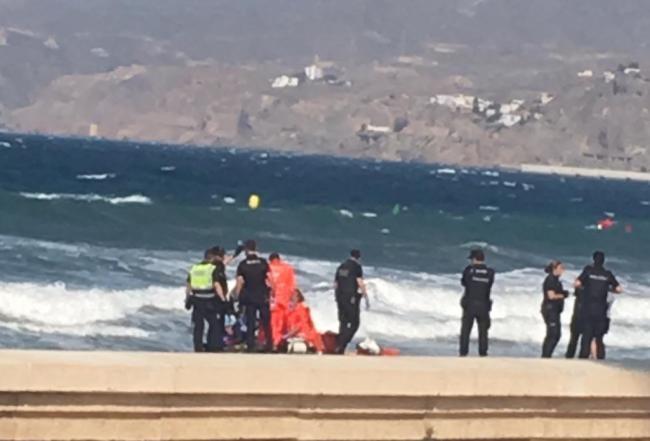 Fallece un bañista de 64 años en la playa de El Zapillo