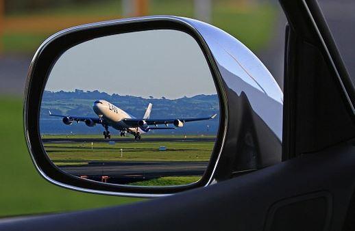 Pros y contras de dejar tu coche en un parking de aeropuerto