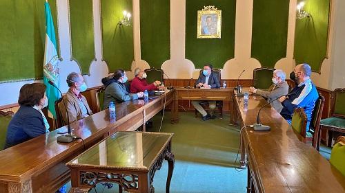 El alcalde de Berja se reúne con los clubes de senderismo para recuperar senderos
