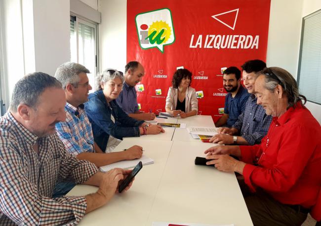IU y Tú Decides analizan con la AUGC de Almería la situación actual de los cuarteles