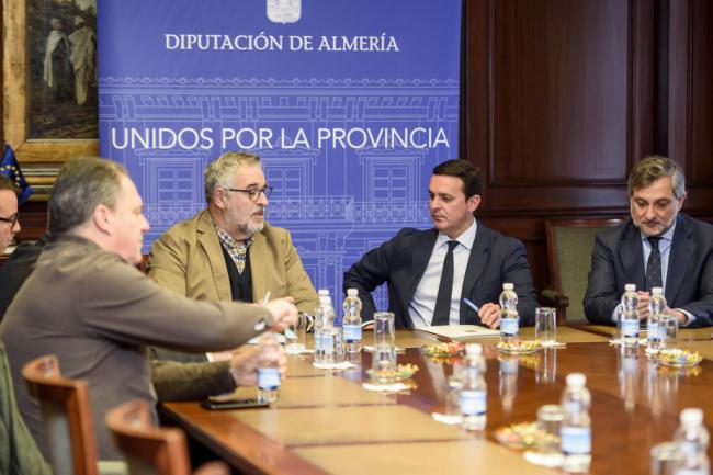 El presidente de Diputación toma contacto con la Mesa del Ferrocarril