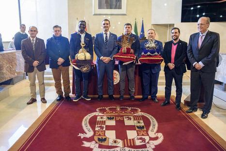 Los tres emisarios de los Reyes Magos de Oriente en Almería ya tienen las coronas