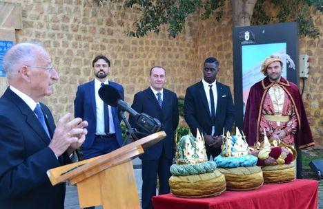 Los emisarios de los Reyes Magos en Roquetas ya tienen las coronas