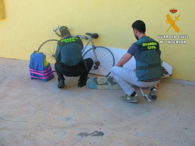 Entran a robar por el techo de una vivienda de Vícar con su moradora dentro