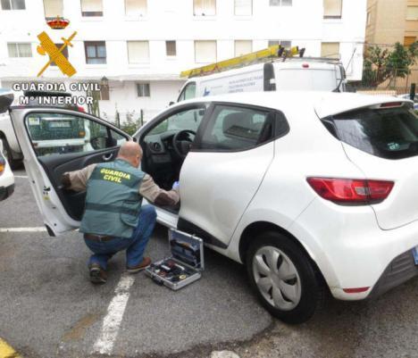 Guardacoches ilegal y sus compinches detenidos por robo a un conductor en Garrucha