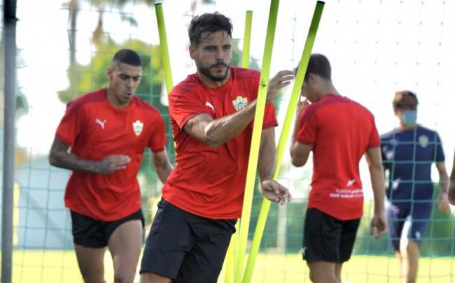 Romera también causa baja en el Almería tras rescindir su contrato