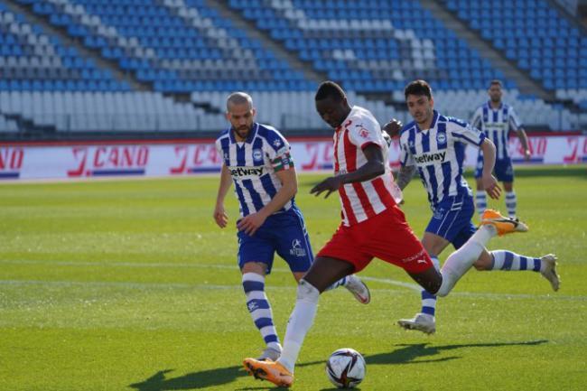5-0: El Almería sigue en la Copa del Rey goleando a un Primera División