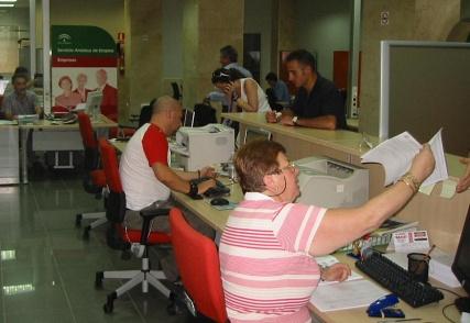El 41% de los empleos ofertados en el SAE en Almería durante el estado de alarma son para limpieza y desinfección