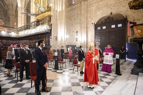 El alcalde asiste a la tradicional misa en honor a San Indalecio