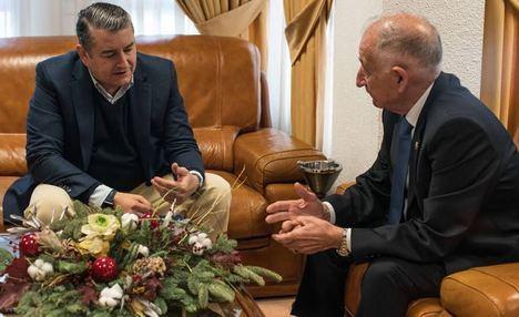 Sanz promete el apoyo de la Junta a Roquetas en 2020