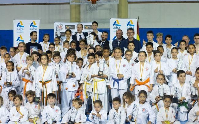 170 deportistas en el 5º Trofeo de Navidad 'Scorpio Kárate Club'