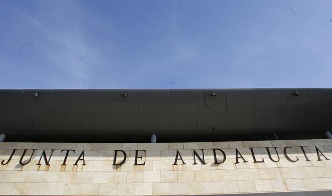 Un informe solo salva dos de las agencias de la Junta de Andalucía