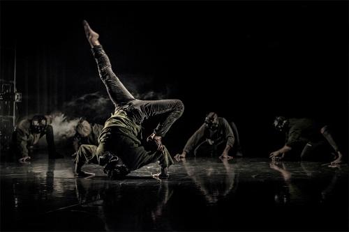 La danza experimental 'Sinestesia' llega al Teatro de Berja