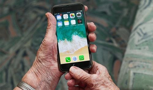 La residencia de El Zapillo recibirá cuatro móviles para sus mayores por #COVID19