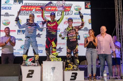 Noche de éxitos del Campeonato Nacional de Supercross en Cuevas