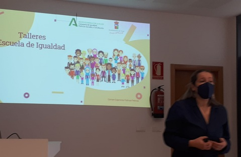 El Taller 'Familia Agente Socializadora' Abre La Escuela De Igualdad De Vícar