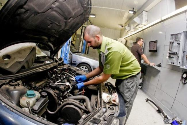 Los talleres mecánicos de Almería son los únicos de Andalucía en los se reducirá la facturación
