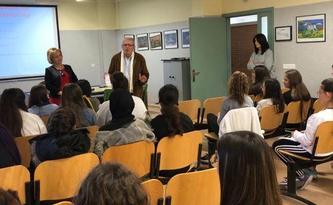 50 Alumnas En el Taller 'Protégete' del IES Villa De Vícar