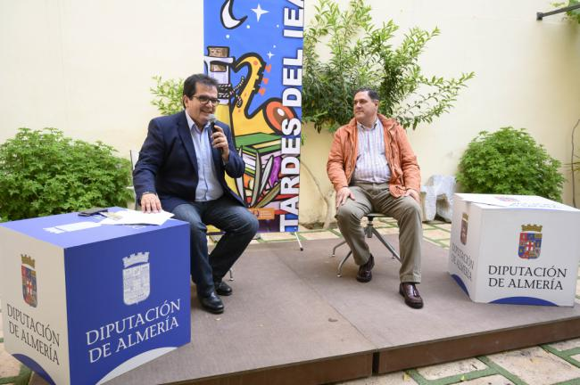 Las 'Tardes del IEA' difunden la cultura almeriense en un distendido formato al aire libre